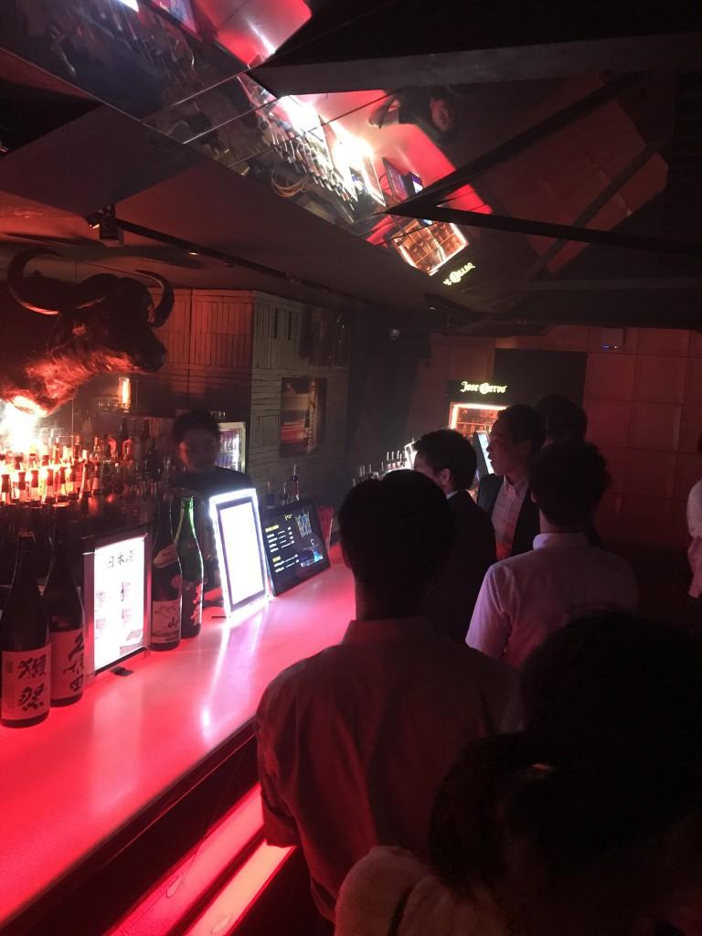 ジラフ大阪のバー