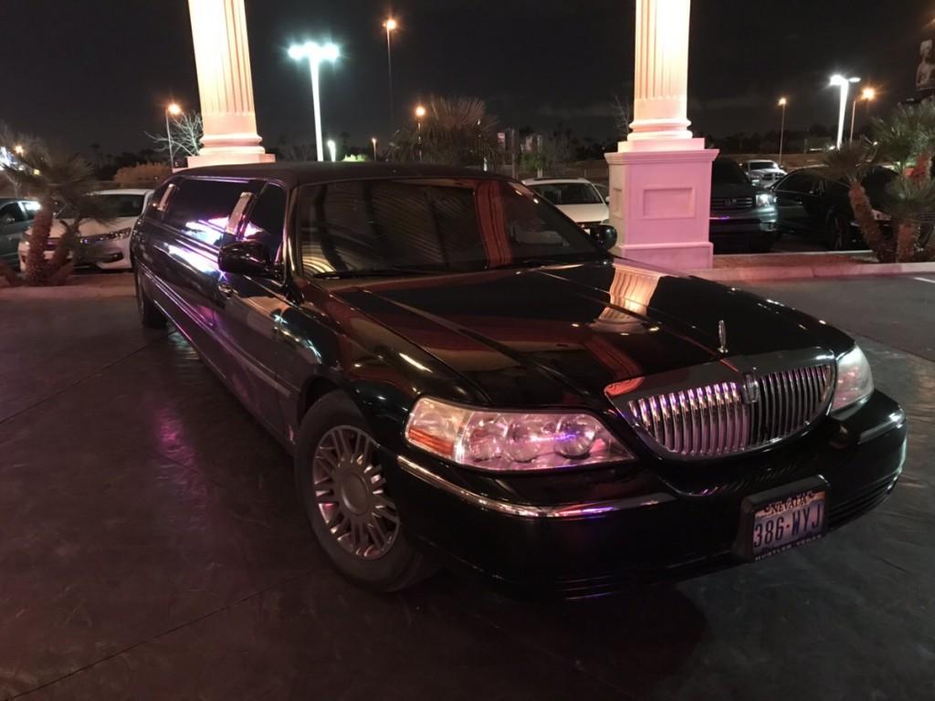 ラスベガスのストリップの車